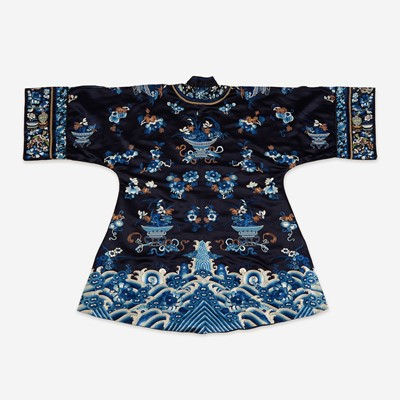 Lot 67 - A Chinese embroidered silk lady's robe 刺绣女装长袍氅衣