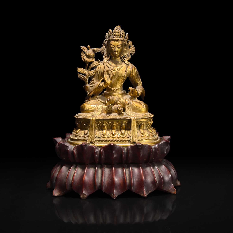 Lot 45 - A small Sino-Tibetan gilt-bronze figure of a bodhisattva 中原或西藏地区铜鎏金佛造像