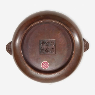 Lot 55 - A Chinese patinated bronze circular censer 铜香炉