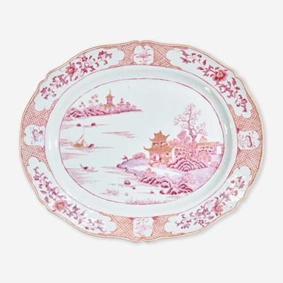 Lot 18 - A Chinese export porcelain puce-decorated tureen, cover, and stand 出口瓷盖盆带底座