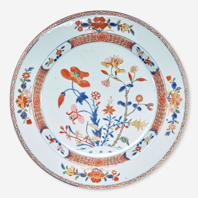 """Lot 16 - An unusual Chinese export porcelain """"rose-verte"""" floral-decorated charger 五彩出口瓷大盘"""