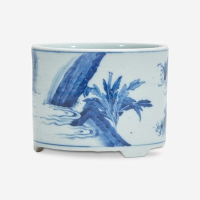 Lot 10 - A small Chinese blue and white porcelain cylindrical censer 青花圆香炉