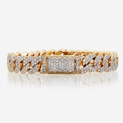 Lot 41 - A diamond and fourteen karat gold bracelet