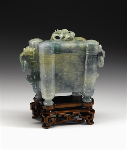 Lot 73 - Fine Chinese jadeite archaic covered vessel
