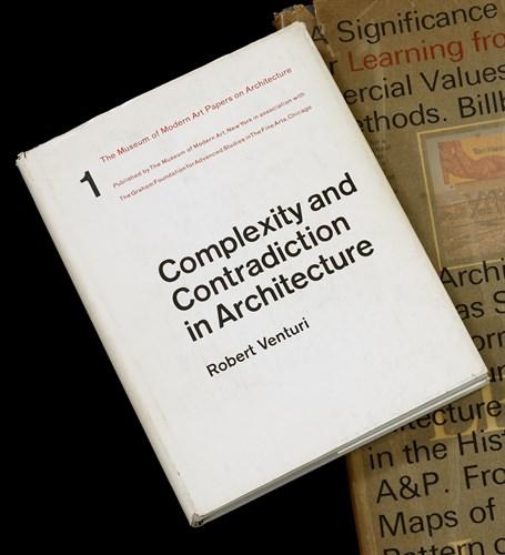Lot 12 - 1 vol. Venturi, Robert. Complexity and...