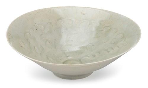 Lot 33 - A chinese yueyao bowl