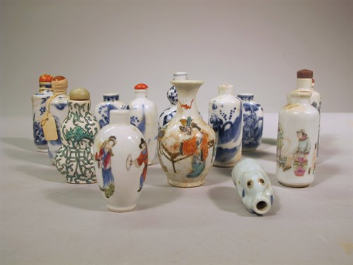 Lot 68 - A large collection of decorated Chinese porcelain snuff bottles