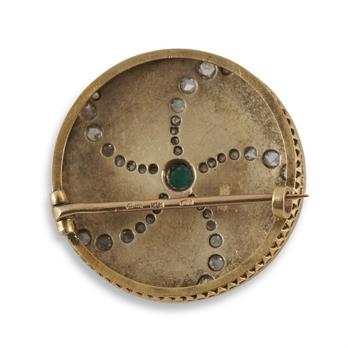 Lot 16 - A Russian emerald and diamond-set enameled gold brooch